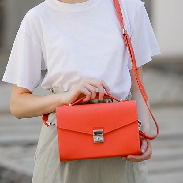 Женская кожаная сумка-кроссбоди Lola 14027 - фото 1